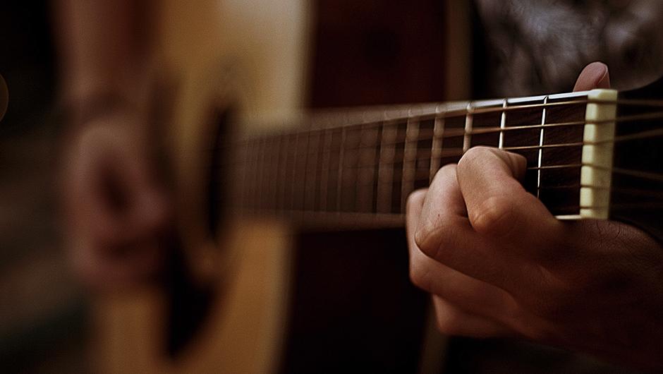 guitar-hand